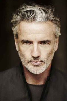 21 Stupidly Hot Silver Foxes That'll Make You Fall In Love With Grey Hair - too late :P older men are HOT Older Mens Hairstyles, Haircuts For Men, Cool Hairstyles, Mens Medium Length Hairstyles, Men's Haircuts, Latest Hairstyles, Barba Grande, Hair And Beard Styles, Hair Styles