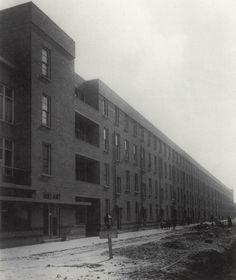 JJP Oud, municipal row-housing in Rotterdam (1923). (via http://rosswolfe.wordpress.com/2013/04/20/the-practicalities-of-oud/)