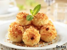 Coconut can aid in weight loss and helps to stimulate the metabolism! Try it with this delicious coconut macaroons dessert recipe today!