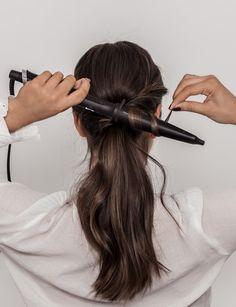 HÅRFRISYRE TIL 17. MAI PÅ FEM MINUTTER – Emilie Tømmerberg Hair Styles, Beauty, Hair Plait Styles, Hair Makeup, Hairdos, Haircut Styles, Hair Cuts, Hairstyles, Beauty Illustration