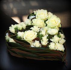 Creative Flower Arrangements, Floral Arrangements, Balloons Photography, Unusual Flowers, Autumn Decorating, Ikebana, Flower Decorations, Decor Crafts, Funeral