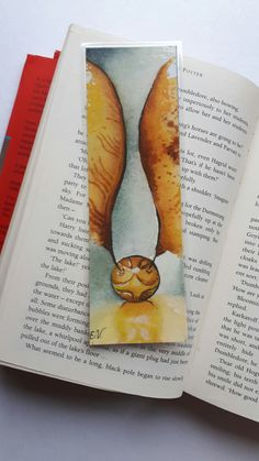 Original watercolor bookmark designed and painted by Emma Vandermeer. Available on for a great price! Harry Potter Bookmark, Arte Do Harry Potter, Harry Potter Artwork, Harry Potter Drawings, Harry Potter Room, Harry Potter Images, Harry Potter Tumblr, Harry Potter Wallpaper, Creative Bookmarks