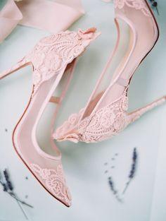 Blush lace pumps | Photography: Allen Tsai