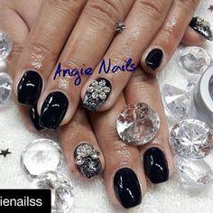 Kerst nagels  gemaakt met gellak 156 #cleanslate en de #beiconic #silverdust glitters #pronailsnederland #pronails #kerst #inspiratie #kerstnagels #repost