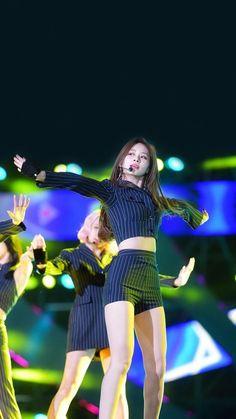 Korean Women, South Korean Girls, Korean Girl Groups, Chou Tzu Yu, Korean K Pop, Tzuyu Twice, Nice Legs, Korea Fashion, Kpop Outfits