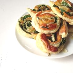 Spinach and Cheese Pinwheels Baby Led Weaning Ideas This baby led weaning breakfast idea is so easy and delicious, you will want to make them again and again. They are perfect for babies just starting out with baby led weaning or as finger foods.