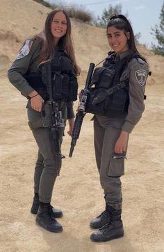 IDF - Israel Defense Forces - Women Military Women, Military Army, Young And Beautiful, Beautiful Women, Israeli Female Soldiers, Israeli Girls, Idf Women, Girls Uniforms, Military Personnel