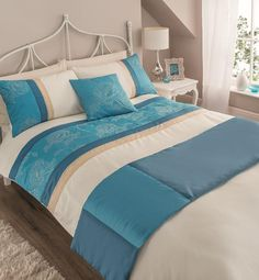 5pc Bed in a Bag Marbree Teal  GC Collection  Bring the modern style of living into your home with this beautifully designed 5 piece duvet cover with x 2 matching pillow cases, a cushion and matching runner.   Material:  100 % Polyester  Washed At 40 D Can Be Tumble Dried