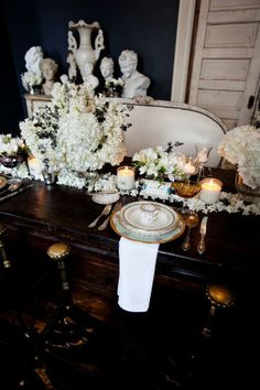 Elegant table setting Elegant Table Settings, Beautiful Table Settings, Dining Room Windows, Tablecloth, Dining Decor, Dining Table, Eating Before Bed, Entertainment Table, Fine Dining
