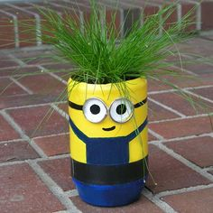 DIY minion craft ideas are so much fun, for both kids and adults. Create your minions in the way you like.Make the minions crafts, penholder, planter, etc. Plastic Bottle Planter, Plastic Bottle Flowers, Plastic Bottle Crafts, Plastic Bottles, Plastic Containers, Kids Crafts, Family Crafts, Craft Projects, Craft Tutorials