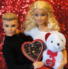 Barbie Photo - Ken and Barbie Valentine's Day Gifts - Box of Chocolates and I Love You Teddy Bear Barbie Und Ken, Barbie Life, Barbie World, Barbie Diorama, Barbie Summer, Barbies Pics, Toy Cars For Kids, Barbie Birthday, Doll Clothes Barbie