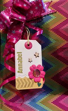 Etiquetas DIY por Bangaboo Scrap #scrapbooking #tags #regalos #wrapping Blog, Diy, Gift Wrapping, Christmas Ornaments, Holiday Decor, Gifts, Home Decor, Tags, Presents
