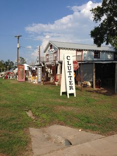 ROUND TOP ANTIQUES WEEK SHOWS — The Vintage Round Top Blog Antique Fairs, Antique Show, Antique Market, Flea Market Displays, Flea Market Finds, Flea Markets, Round Top Texas, Furniture Refinishing, Refurbished Furniture