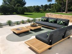 Make a nice outdoor area or garden with attractive outdoor lounges. Outdoor Sofa, Outdoor Lounge Furniture, Outdoor Seating, Outdoor Living, Outdoor Decor, Outdoor Fabric, Muebles Living, Outside Furniture, Outdoor Restaurant