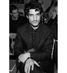 Louis Garrel au défilé Valentino haute couture printemps-été 2014 http://www.vogue.fr/mode/inspirations/diaporama/les-coulisses-de-la-fashion-week-haute-couture-jour-3-fw2014/17264/image/926024#!louis-garrel-au-defile-valentino-haute-couture-printemps-ete-2014