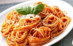 spaghetti with tomato sauce Authentic Mexican Recipes, Greek Recipes, Italian Recipes, Mexican Food Recipes, Ethnic Recipes, Spaghetti Napolitana, Popular Italian Food, Italian Food Restaurant, Best Pasta Dishes