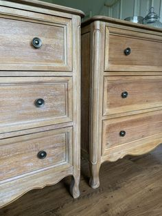 Get the Look: Antique Weathered Wood Raw Wood Furniture, Upcycled Furniture, New Furniture, Furniture Makeover, Painted Furniture, Furniture Refinishing, Painting Oak Furniture, Hutch Makeover, Refinished Furniture