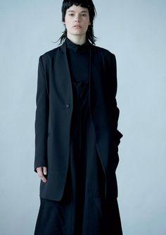 Y's Yohji Yamamoto Fall 2016 Ready-to-Wear Fashion Show www.thesquarebanana.com
