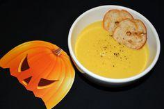 Pumpkin Soup, Thai Red Curry, Cantaloupe, Fruit, Ethnic Recipes, Food, Butternut Squash Soup, Squash Soup, Essen