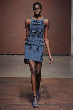 Yiging Yin Parigi - Haute Couture Spring Summer 2012 - Shows - Vogue. Haute Couture Paris, Fashion Week, Fashion Show, Womens Fashion, Fashion Design, Paris Fashion, Yiqing Yin, Blue Dresses, Short Dresses