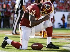 Redskins Quarterback Option Robert Griffin III Stands Up to NBC and Bails on WhiteHouse Correspondents Dinner. Now here is a guy with some MOXIE!! Good for him, he wants no part of that crowd. His mother should be proud!