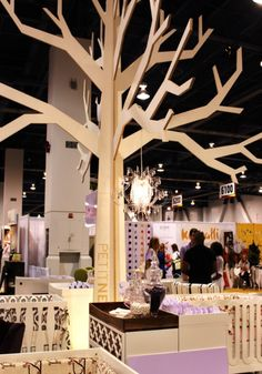 Simplified Bee - design for everyday living Atrium Design, Facade Design, Cardboard Tree, Craft Booth Displays, Abc For Kids, 3d Laser, Wooden Tree, Tree Sculpture, Pause