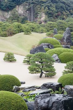 Garden of the Adachi Museum of Art, Yasugi, Japan. want to see this someday Japanese Landscape, Japanese Garden Design, Japanese Gardens, Zen Gardens, Adachi Museum Of Art, Art Museum, Japan Garden, Photos Voyages, Beautiful Gardens