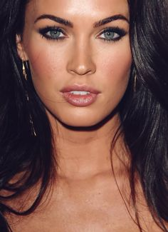 Megan Fox third pic in a row. Light blue eyes, small nose, pink o. Megan Fox Eyebrows, Megan Fox Makeup, Straight Eyebrows, Fox Eyes, Light Blue Eyes, Green Eyes, Megan Denise Fox, Megan Fox Hot, Native American Quotes