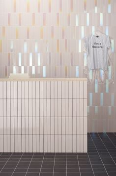 Ceramic tile • Wall • Glossy • Application: public spaces • Non-rectified edge • Thickness 8 mm House Tiles, Wall Tiles, Interior Walls, Interior Design, Baby Bathroom, Master Bathroom, Background Tile, Tile Stores, Rosa Rose
