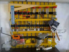 Pallet Shelves Projects Pallet as tools shelves in outdoor diy with Tools shelves Shelf garage - Shelf made with a pallet to store tools in your garage! The yellow color is so appropriate! Pallet Crafts, Diy Pallet Projects, Pallet Ideas, Wood Projects, Recycling Projects, Old Pallets, Wooden Pallets, Pallet Spice Rack, 1001 Palettes