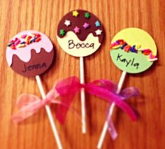 Cake Pops! Day 4 of the 30 Day Inspiration Challenge. Check out this sweet tutorial. @The Resident Advisor