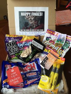 A great spring finals week care package! Boyfriend Gift Basket, Boyfriend Gifts, Boyfriend Ideas, Homemade Gifts, Diy Gifts, Boyfriend Care Package, Care Box, Fun Mail, College Survival