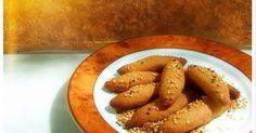 Όλες οι μέρες το 'χουνε κι όλες οι εβδομάδες.  Πόσο μάλλον τούτες της σαρακοστής και της νηστείας  !  Αυτά τα υπέροχα, τραγανά, τρυφ... Sweets Recipes, Cooking Recipes, Desserts, Greek Cooking, Greek Recipes, Pretzel Bites, Crockpot, Sausage, Biscuits