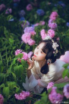 Hanfu, Asian Flowers, Victorian, Photoshoot, Crown, Random, Dresses, Fashion, Women