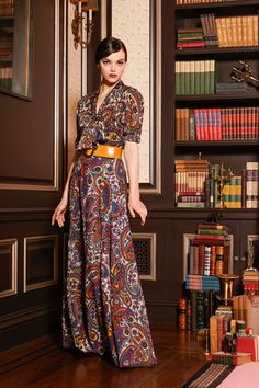 See the complete Alice + Olivia Pre-Fall 2016 collection.