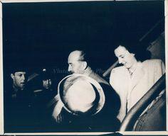 1947 Photo People Beautiful Woman Hat Business Men Airplane Historic Vintage