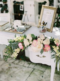 Floral filled polaroid station: http://www.stylemepretty.com/2016/04/12/the-prettiest-pink-brunch-wedding/ | Photography: Gianny Campos - http://www.giannycampos.com/