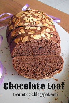 If you're a fan of homemade chocolate bread, this recipe is for you to try. This is a delicious yeasted chocolate loaf, that is not too sweet and has a deep chocolate flavor. Best Vegetarian Recipes, Vegan Breakfast Recipes, Delicious Vegan Recipes, Tasty, Vegan Baking, Bread Baking, Yeast Bread, Homemade Chocolate, Chocolate Flavors