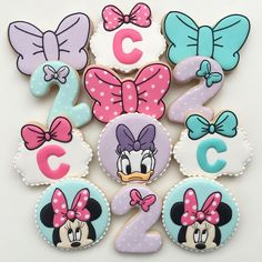 Minnie and Dayse Cookies By Vanilla Cookies More from my siteMinnie Mouse and Daisy Birthday Invitation, Minnie Mouse bowtique partMinnie Mouse Bow Print Out 2nd Birthday Party For Girl, Minnie Mouse Birthday Decorations, Minnie Mouse Theme Party, Minnie Mouse Cookies, Minnie Mouse First Birthday, Minnie Mouse Baby Shower, Mickey Birthday, Birthday Ideas, Minnie Y Daisy