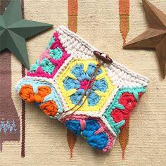 Crochet Granny Square Bag Coin Purses 55 Ideas For 2020 Crochet Coin Purse, Crochet Pouch, Crochet Purses, Crochet Shell Stitch, Crochet Motif, Crochet Patterns, Love Crochet, Crochet Granny, Cotton Cord