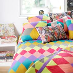 Would love to have so many colors on my bed sheet