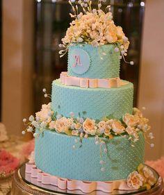 Lindo bolo para o aniversário da Camila  Obrigada  Gui Gui @studio3fotografia pela linda foto  Saudades de você!  Arranjos @dorinharranjosflorais  @bombocadobolosfinos #bombocadobolosfinos #bombocado #feitodeacucar