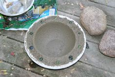 tutorial for a Concrete Bird Bath. Some good tips here. I may try with hyper tuffa.