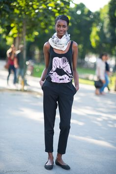 #KellyMoreira that outfit rocks. so simple. #offduty in Paris.