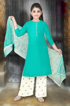 Palkhi fashion exclusive girls salwar kameez for the fairy princess, this attire comes with teal pure georgette top with elegant work on top.Bottom soft georgette pant designed with embrodoried work.It comes with attractive dupatta with thread work. Pakistani Fashion Casual, Pakistani Outfits, Indian Outfits, Pakistani Clothing, Girls Dresses Sewing, Dresses Kids Girl, Girl Outfits, Baby Dresses, Kids Salwar Kameez
