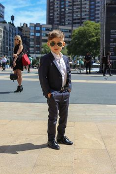 Meet the Most Stylish Kid in the World: Alonso Mateo Outfits Niños, Kids Outfits, Fashion Kids, Look Fashion, Young Fashion, Nyc Fashion, Fashion Trends, Humans Of New York, Navy Blue Suit