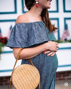 """Liz Adams // Sequins & Stripes no Instagram: """"5 maternity brands that I love on the blog also you guys, if you're wondering - I'm not even half way through this pregnancy …"""" #maternityoutfits"""