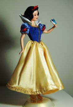 """Walt Disney OOAK Snow White doll, repaint and handsewn costume. Exclusiv classic animation series """"With a song and a smile"""" by Lulemee. Disney Barbie Dolls, Disney Princess Dolls, Barbie And Ken, Walt Disney, Disney Nerd, Snow White Doll, Princesa Disney, Disney Dresses, Disney Merchandise"""