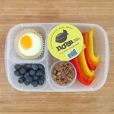 A build-your-own parfait inside my girlies' lunch boxes on this Monday: @noosayoghurt whole milk yogurt (@costco), @purely_elizabeth gluten free ancient grain granola (@thrivemkt), multicolored sliced peppers, oven baked organic egg, and organic blueberries.  #lunch #lunchbox #lunchboxideas #lunchboxinspiration #glutenfreelunchbox #easylunchboxes #vegetarian #meatlessmonday #settingupforsuccess #eattherainbow #kidsloverealfood #purelyelizabeth #thrivemarket #costco #danasdoseofwellness…