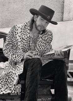 ♡♥Stevie Ray Vaughan - click on pic to see a full screen pic in a better looking black background♥♡